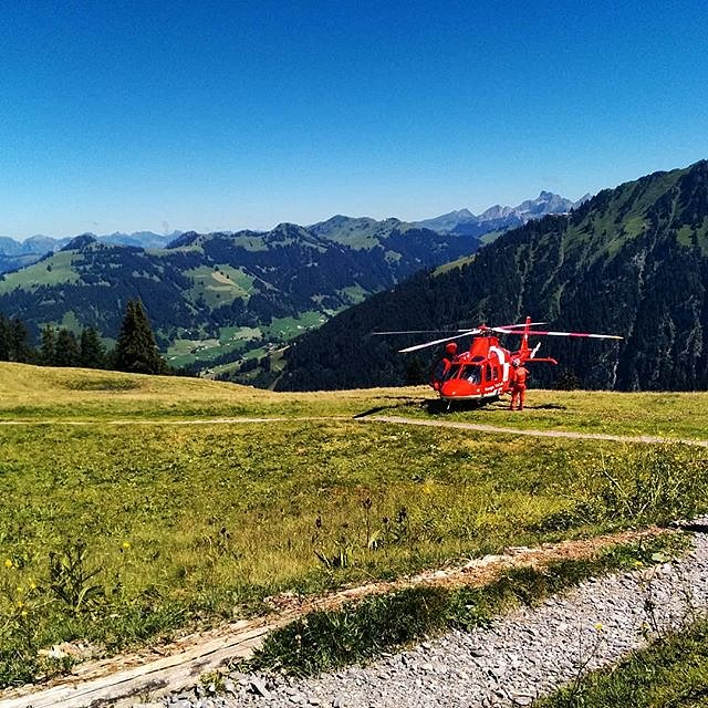 Very glad to have the REGA at at an accident place just 11 minutes after calling. We were there first and took care of the crashed paraglider pilot after a asymetric collapse. A few broken ribs and a concussion he will be fine.