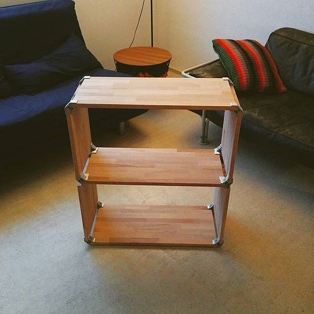 I built myself a shelf. After some time in the woodshop my newest creation is finished.