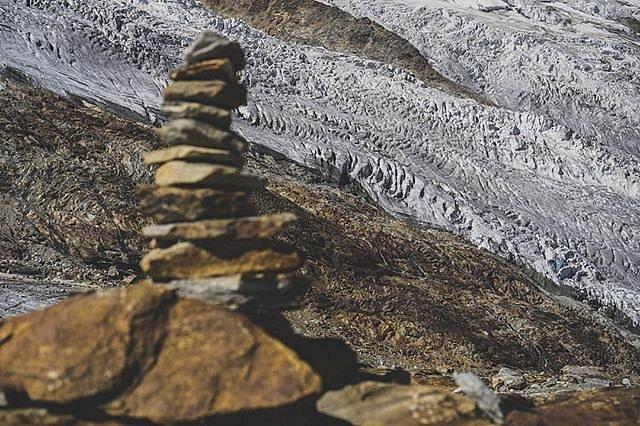 Gletscher u Chempe [Glaciers and Stones]